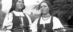24 iunie - Ziua Universală a Iei - Cămăși tradiționale femeiești din Transilvania | Muzeul Etnografic al Transilvaniei