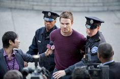 Stephen Amell in Arrow (center) picture #25 of 54