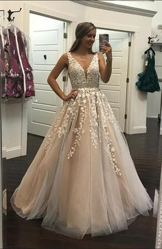 Dress champagne Champagne Lace Embroidery Tulle V-neck Floor Length Prom Dresses Ivory Lace Embroidery Champagne Tulle Prom Dresses Ball Gowns 2018 Elegant Quinceanera Dresses Lace Prom Gown, V Neck Prom Dresses, Quinceanera Dresses, Wedding Party Dresses, Dance Dresses, Ball Dresses, Homecoming Dresses, Sexy Dresses, Ball Gowns