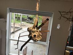 Sølvpapir med rulleøjne, ben limet på med limpistol Ben, Halloween, Spooky Halloween