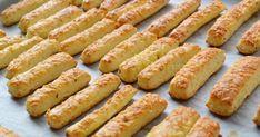 A legszuperebb rágcsálnivaló, egyenesen a sütőből - Ropogós sajtos rúd recept, ami lepipálja a pékségeket! | Femcafe Salty Snacks, Yummy Snacks, Snack Recipes, Cooking Recipes, Yummy Food, Hungarian Desserts, Hungarian Recipes, Gluten Free Sourdough Bread, Dessert Drinks