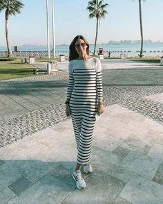 El look de Ana Boyer con vestido de punto a rayas y zapatillas para su cita con Fernando Verdasco
