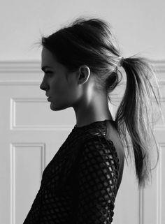 minimal low ponytail