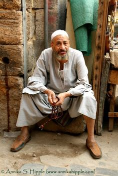 Photo of the Day: Egyptian man in the Khan al-Khalili bazaar, Cairo Life In Egypt, Egypt Today, Faded Tattoo, Egyptian Women, Muslim Family, Architecture People, Valley Of The Kings, Arab Men, Nile River