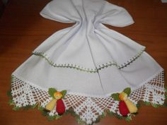 Pano de prato em tecido 100% algodão com barrado em crochê em linha Cléa.