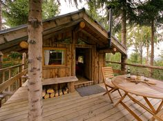small cabin/treehouse in La Clusaz, France Little Cabin, Little Houses, Adult Tree House, Cabin In The Woods, Cabins And Cottages, Log Cabins, Backyard, Patio, In The Tree