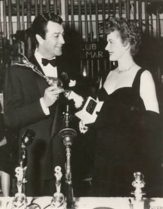 Robert Taylor and Eleanor Parker at the Golden Globe Awards.