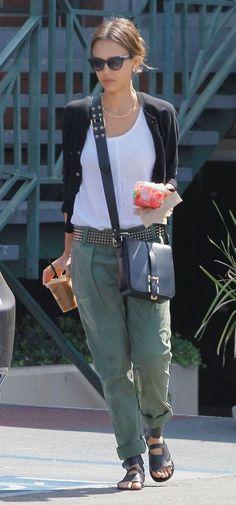 Resultado de imagen para jessica alba con pantalone verdes