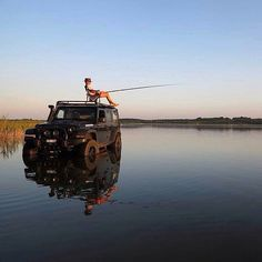 Have you ever thought of fishing on a jeep? This is how you use the jeep Jeep Wrangler Unlimited, Wrangler Jeep, Jeep Wranglers, Jeep Rubicon, Jeep 4x4, Jeep Cars, Jeep Truck, Ford Trucks, Land Rover Auto