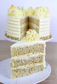 Das beste vegane Vanillekuchen-Rezept – Gretchens vegane Bäckerei The Best Vegan Vanilla Cake Recipe – Gretchens Vegan Bakery Perfect Vanilla Cake Recipe, Vegan Vanilla Cake, Best Vegan Cake Recipe, Vegan Treats, Vegan Foods, Best Vegan Desserts, Gateaux Vegan, Vegan Birthday Cake, Buttercream Recipe