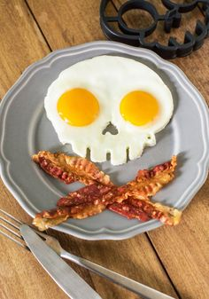 Skull mold-Crack your eggs into this flexible, food-safe silicone mold by Fred, and feel instantly infused with your daily recommended dose of edgy style! Your unique aesthetic is inspiring, so don't stop at ensembles when making a statement. Have your pals over for an after-'skull' snack or fry up a few eggs as a late night snack using this skull mold, which is perfect for a brainiac like you!