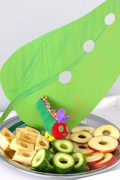 very hungry caterpillar party. Use awesome kids books as theme for kids room or parties! Hungry Caterpillar Activities, Hungry Caterpillar Party, Caterpillar Craft, Birthday Treats, Food Humor, Cute Food, Kids Meals, First Birthdays, Eric Carle