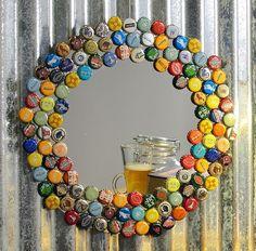 DIY Mirrors - Bottle Cap Collector Mirror - Best Do It Yourself Mirror Projects . - Do It Yourself Ideen Bottle Cap Table, Beer Bottle Caps, Bottle Cap Art, Beer Cap Table, Beer Bottles, Beer Bar, Mirror Crafts, Diy Mirror, Mirror Art