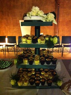 Torta realizzata per gli sposi Mattia&Anna ❤️ Una cosa diversa per il loro sogno... Torta nella parte superiore fatta di pan di Spagna e crema al mascarpone con amaretti, bagna all'amaretto e monoporzioni allo stesso gusto! #matrimonio #torta #tortamatrimonio #weddingcake #chiryscakes #cakedesign #monoporzioni #mascarpone #amaretti