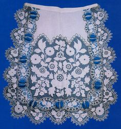 This apron is embroidered in a more pure Richelieu style, white on white. It also shows a feature more common in the past, a row of cutwork with ribbon threaded through it. Vintage Jewelry Crafts, Hungarian Embroidery, Lace Making, Cutwork, Summer Of Love, Embroidery Patterns, Folk Art, Needlework, Tapestry