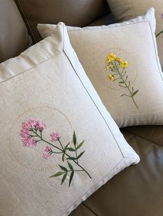 Diy Embroidery Kit, Pillow Embroidery, Flower Embroidery Designs, Hand Embroidery Stitches, Bed Sheet Painting Design, Living Room Decor Curtains, Paint Designs, Embroidered Flowers, Cross Stitch