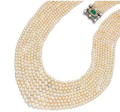 rare et imposant collier en perles fines. Fermoir en or et argent, diamants et émeraudes. Les 1462 perles fines marines qui constituent le collier sont attestées naturelles et non traitées par la SSEF.