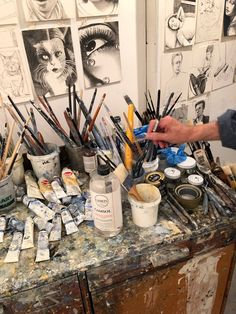 """The artist's studio"" Art Hoe Aesthetic, Aesthetic Painting, Arte Sketchbook, Art Studios, Art School, Oeuvre D'art, Aesthetic Pictures, Art Inspo, Artsy"