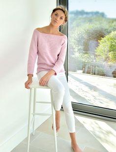 SPLASH understated raglan sweater with flattering neckline Rowan Yarn, Cropped Knit Sweater, Cardigan Pattern, Crochet Clothes, Pulls, High Fashion, Knitwear, Sweaters For Women, Fashion Outfits