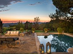 Just look at that Beverley Hills sunset seen from Jessica Alba's home.