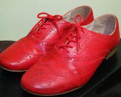oxford R$80,00 oxford vermelho e lindo demais da bottero. super confortável!usado uma vezinha só!