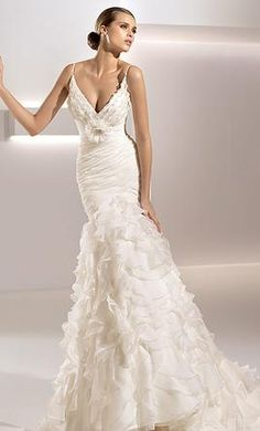 New With Tags Pronovias Wedding Dress Size 6  | Get a designer gown for (much!) less on PreOwnedWeddingDresses.com