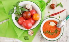 Zupa krem ze świeżych pomidorów z bazylią i serem pleśniowym