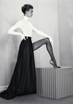 Karlie Kloss by Roe Ethridge.  De strakheid aan deze foto vind ik heel mooi. En het zwart wit vin ik natuurlijk ook weer prachtig!