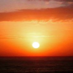 BUEN DIA... SOL, AGUA, AIRE. PERFECTA ARMONIA. #amanecer #solnaciente #sol #agua #mar #aire #armonia #malecon #santodomingo #republicadominicana #caribe #caribbean #rd #sd ##turismo #maroteandord