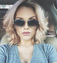 Trendy hairstyles to try in Photo galleries for short hairstyles, medium hairstyles and long hairstyles. Hairstyles for women over Hairstyles for straight, curly and wavy hair. Wavy Hair, New Hair, Messy Hair, Medium Hair Styles, Curly Hair Styles, Great Hair, Hair Today, Hair Dos, Trendy Hairstyles