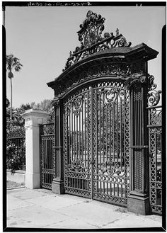 2.  DETAIL OF CAST AND WROUGHT IRON, EAST ENTRANCE GATE - Henry M. Flagler Mansion, Whitehall Way, Palm Beach, Palm Beach County, FL