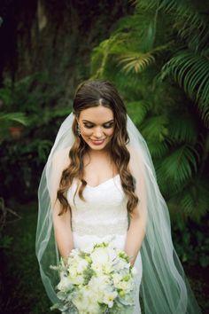 Hawaii bride: http://www.stylemepretty.com/2014/10/17/magical-destination-wedding-at-haiku-mill/ | Photography: Anna Kim - http://annakimphotography.com/