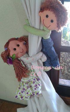 Bonecas De Pano Da Clô: Moldes Boneca Lelé Sewing Toys, Sewing Crafts, Sewing Projects, Toliet Paper Holder, Crochet Waffle Stitch, Class Decoration, Soft Dolls, Diy Doll, Fabric Dolls