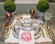 This table makes my heart happy!! #tablescape #tablesetting #staffordshiredogs #monogram #china #floral #dinnerparty #placesetting #hostess #vintagehostess #stylinbrunette #gold #flatware #silver