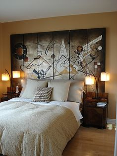 Exceptionnel An Art Deco Bedroom Can Look Beautiful And Creative With The Right Design.  Check Out Our Pictures And Articles For Ideas And Inspiration On Decorating  Your ...