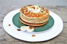 Clătite cu banane - rețeta de pancakes cu banane | Savori Urbane Pancakes, Eat, Breakfast, Food, Morning Coffee, Eten, Meals, Pancake, Morning Breakfast