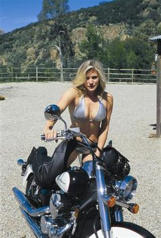 Katee Sackhoff A relative unknown until her breakout role of Starbuck in Battlestar Galactica, Katee became an instant Geek Pinup Girl. She's somewhat new to biking, getting started on a Harley alongside friend and cast-mate Tricia Helfer. Lady Biker, Biker Girl, Biker Baby, Katee Sackhoff, Chicks On Bikes, Motorbike Girl, Motorcycle Girls, Motorcycle Gear, Mädchen In Bikinis