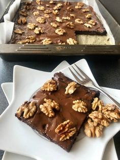 Avokádové brownies s čokoládou a vlašskými ořechy Cooking Chocolate, Chocolate Pies, Sweet Desserts, Sweet Recipes, Blondie Brownies, Food Inspiration, Baked Goods, Catering, Food And Drink