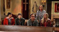 Rezando en la Iglesia con la Madre de Sheldon!