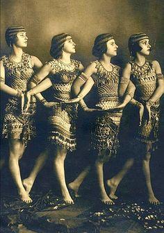 St Denis dancers do orientalism