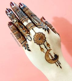 Mehndi is an important part of every Muslim woman's eid look adding to the beauty and grace of hands and feet. If you havent yet finalized your eid mehndi design then I bring to you some of the latest henna patterns to try out this year for bakra eid. Mehandi Designs, Mehndi Designs 2018, Modern Mehndi Designs, Mehndi Design Photos, Mehndi Designs For Fingers, Dulhan Mehndi Designs, Mehndi Designs For Hands, Henna Tattoo Designs, Henna Mehndi