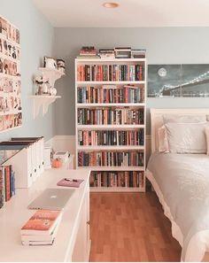 Me gusta, 123 comentarios - Ana Study Room Decor, Cute Room Decor, Room Ideas Bedroom, Bedroom Decor, Bookshelves In Bedroom, Home Room Design, Aesthetic Room Decor, Dream Rooms, New Room