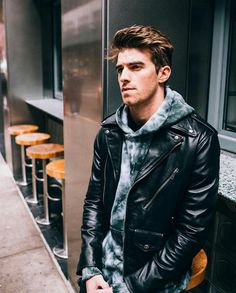 Andrew Taggart (The Chainsmokers) Andrew Taggart, Chainsmokers, Daniel Wellington Watch Women, Brunette Aesthetic, Leather Jacket Outfits, Leather Jackets, Stylish Mens Fashion, Men's Fashion, Fashion Styles