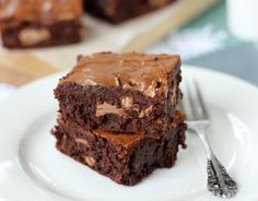 fullcravings: Kit Kat Chunk Brownies Serving: 20 brownies. Ingredients: 3/4 cup unsalted butter (170g, 6 oz) 455g dark chocolate, roughly chopped (1 pound) 5 large eggs 2 cups brown sugar, lightly packed (395g, 14 oz) 1/2 tsp salt 1 – 2 tsp finely ground instant coffee, to taste 1 tsp vanilla extract 3/4 cup + 2 tbsp plain flour (130g, 4.5 oz) 2 king size Chunky Kit Kat bars Directions: Preheat the oven to 180 C (350 F) and butter and line a 9 x 13 inch tray with baking paper. Roughly chop…