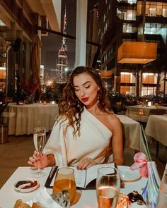 So happy to finally dine at reopened Robertos, one of the best italian restaurant, which is looking even more gorgeous after renovation! Diy Haircare, Restaurant Pictures, Best Italian Restaurants, Italian Models, Half Shaved Hair, Elegant Wedding Hair, Warm Weather Outfits, Poses For Pictures, Vintage Girls