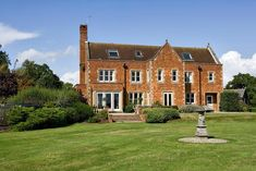 Great oak park, ockley, leith hill,sleeps 16, surrey sussex border, 1 hr london contacted by email, phone , no reply £2995 2 night £187 pool, gardens, cinema room