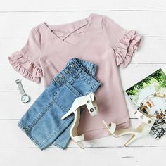 GIRL SHOPPING GUIDE #howtochic #outfit #fashionblogger #ootd Dressy Casual Summer, Cute Casual Outfits, Date Outfits, Fashion Outfits, Womens Fashion, Perfect Wardrobe, Back To School Outfits, Blouse Styles, Capsule Wardrobe