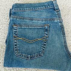"Mavi jeans   Mavi jeans  in excellent condition Size 29, inseam 32""   98% cotton 2% Lycra Mavi Jeans Boot Cut"