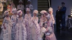 Teaser Manon Lescaut  Manon Lescaut Dramma lirico in vier Akten von Giacomo Puccini Manon Lescaut (1893) gilt als der Durchbruch Puccinis und enthält all das was ihn bis heute zu einem der wichtigsten Komponisten der italienischen Oper macht. Eindrücklich wird die Zerrissenheit der den Moment liebenden Manon dargestellt die sich deutlich zwischen der Liebe zum mittellosen Studenten Des Grieux und der Liebe zum Luxus den ihr der Pachteintreiber Geronte de Ravoir bietet ausdrückt. Sie steht…