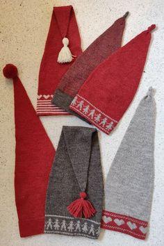 Søde nissehue, som kan strikkes i flere variationer - Baby Hats Knitting, Knitting For Kids, Knitting Projects, Holiday Hats, Christmas Hat, Christmas Knitting Patterns, Baby Knitting Patterns, Knitted Bags, Tejidos